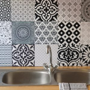 Beautifully bold decorative DIY tile in black and white 1